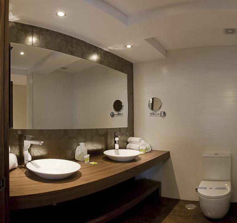 Baños Portatiles Elegantes:Hotel Os Olivos (A Coruña), habitaciones de primera calidad